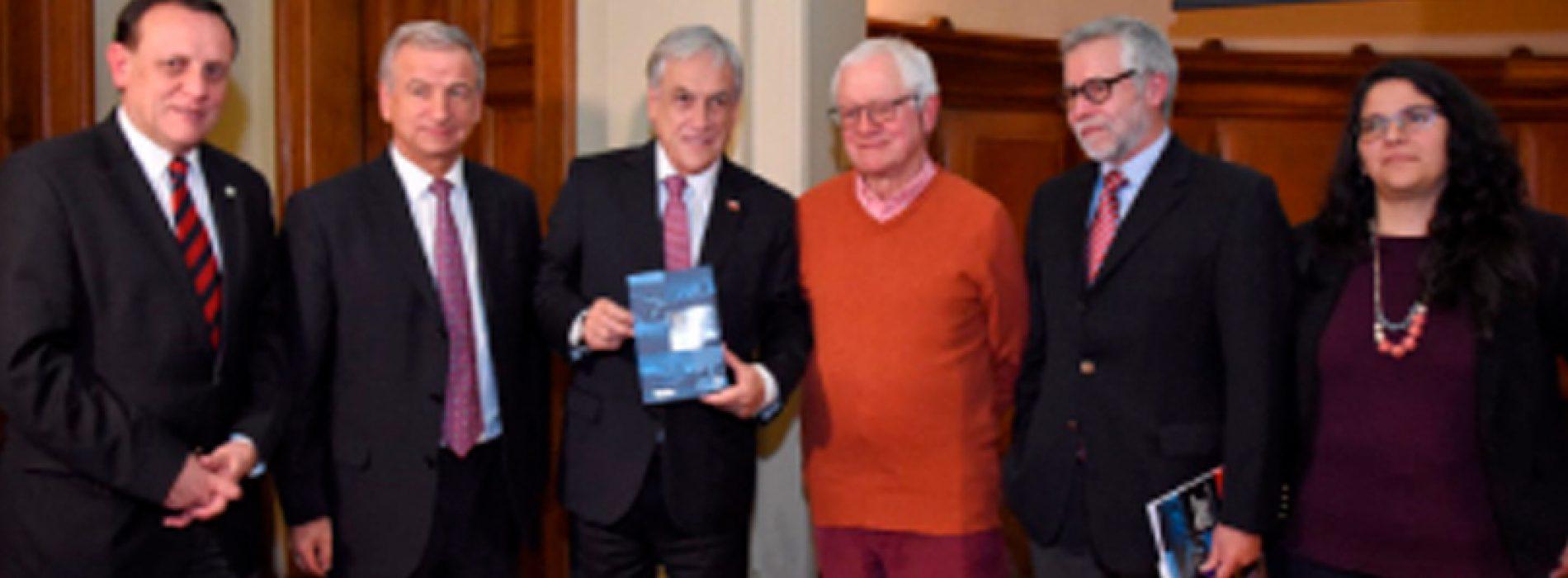 """Libro """"Laboratorios Naturales para Chile"""" destaca el valor del territorio nacional para el desarrollo científico"""