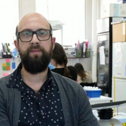 Científico Joven del 2018 describe y detiene proceso de replicación del VIH