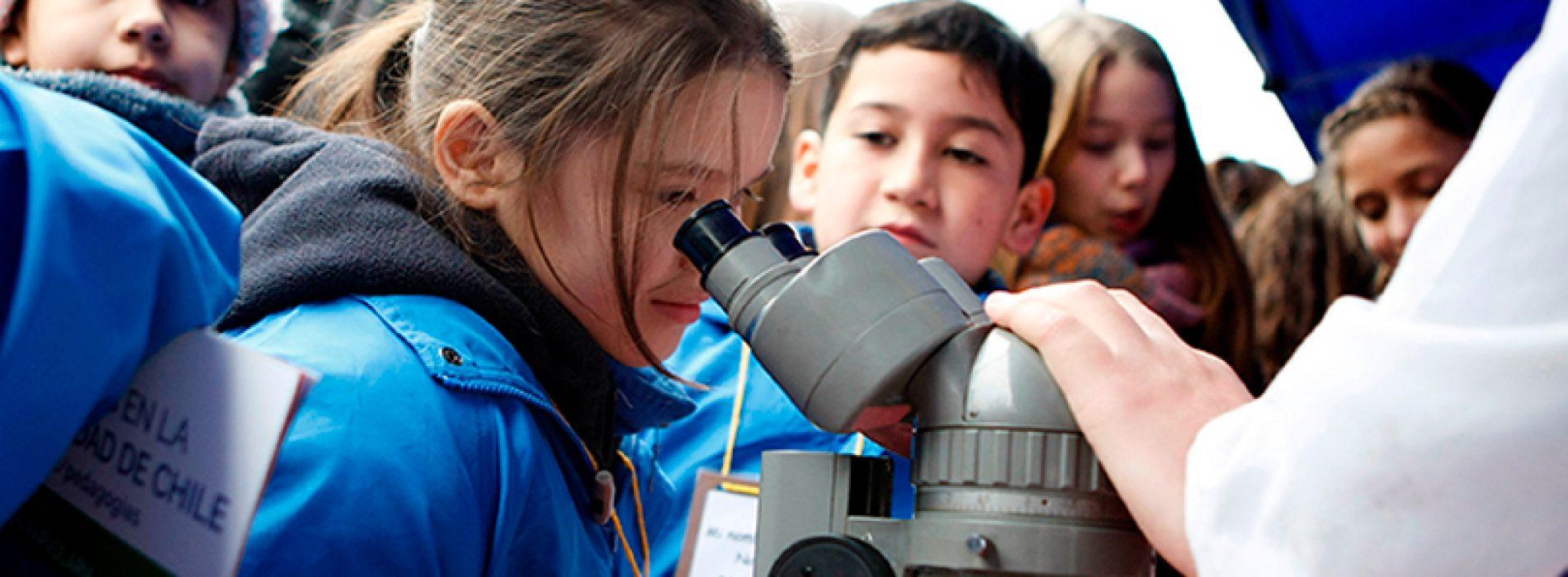 Feria Científica llenó de niños y niñas la Plaza Ñuñoa