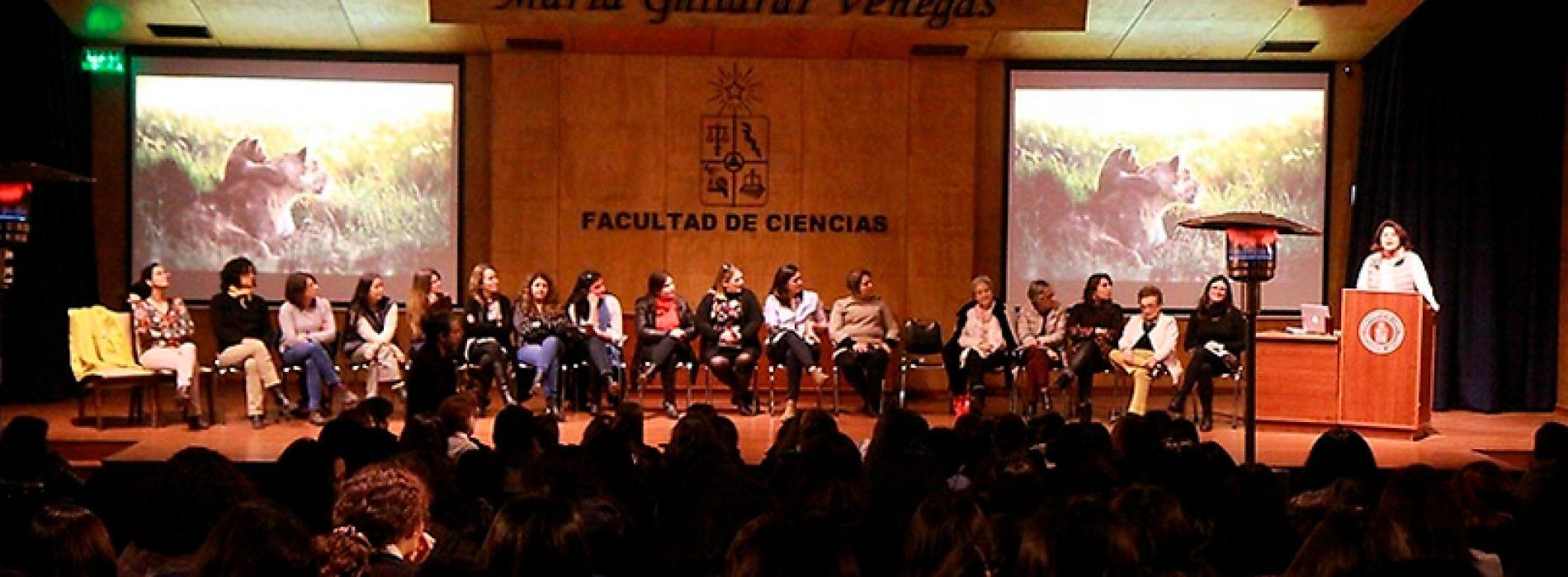 ¿Cómo es hacer ciencias siendo mujer?: académicas dialogaron con estudiantes sobre su experiencia profesional y de vida