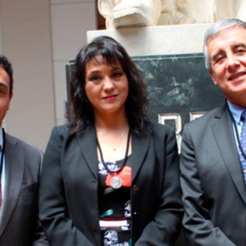 Senadores Profesores Fernando Valenzuela, Sergio Lavandero, y funcionarios Gloria Tralma y Daniel Burgos, recibieron Medalla Andrés Bello