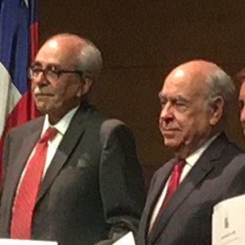 Felicitaciones profesor Lionel Gil por nombramiento de profesor emérito