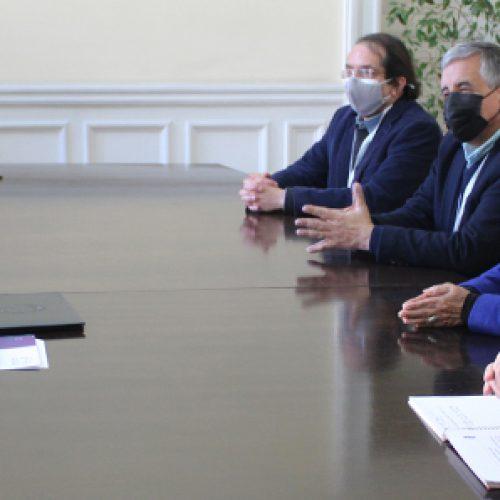 Con la participación de dos de nuestros socios, la Academia Chilena de Ciencias entregó propuestas de temas y enfoques sobre Ciencia, Generación de Conocimiento y Sociedad a la presidenta de la Convención Constituyente